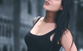 Вытягивание шеи кольцами. Женщины с длинными шеями из бирмы