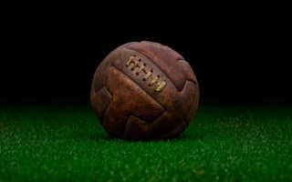 Кто придумал футбольный мяч. Игра рукой в футболе