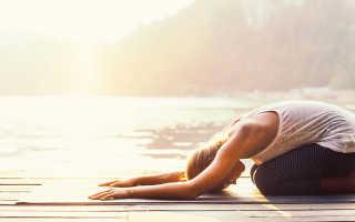 Поза счастливый ребенок в йоге. Иллюстрация йога упражнения – поза ребенка