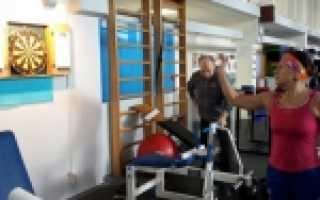 В юао для пенсионеров открыты различные спортивные секции. Фитнес для пожилых женщин